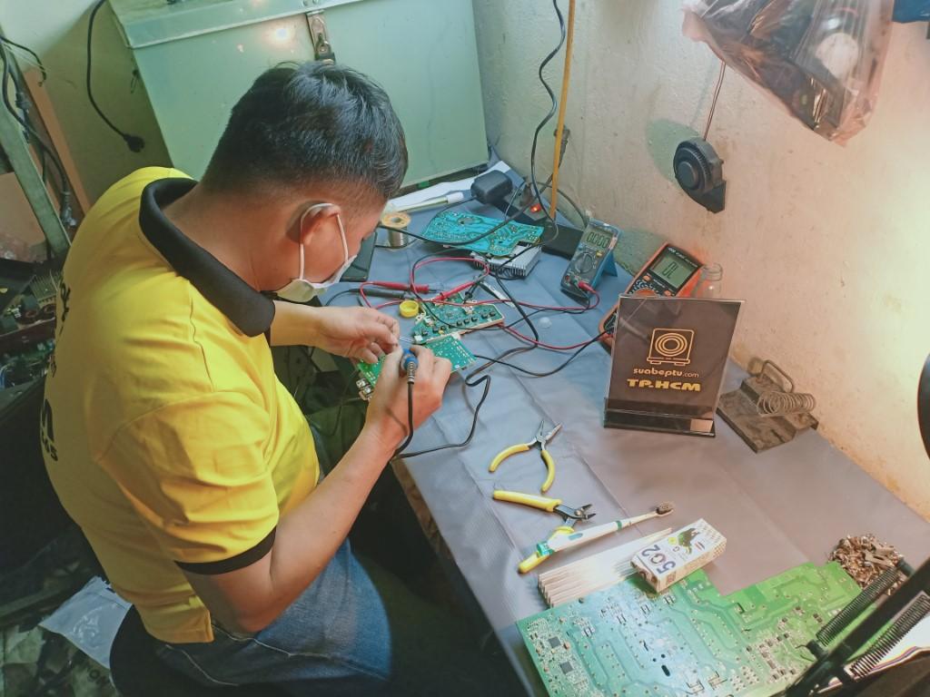 Dịch vụ sửa bếp từ Bosch bị lỗi chập điện