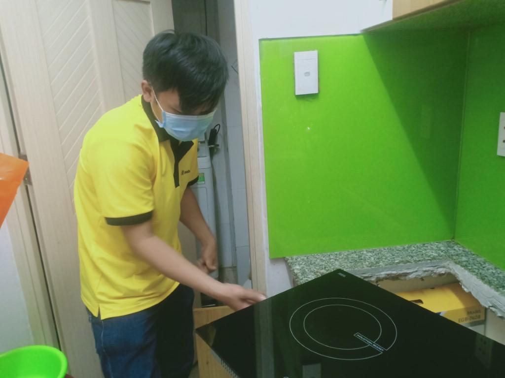 Dịch vụ sửa bếp từ Sanaky lỗi E4