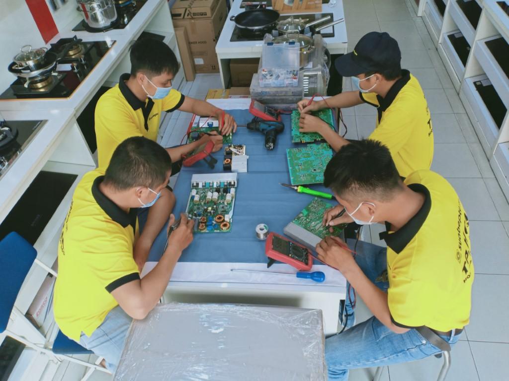 Dịch vụ sửa bếp từ Bosch lỗi E4