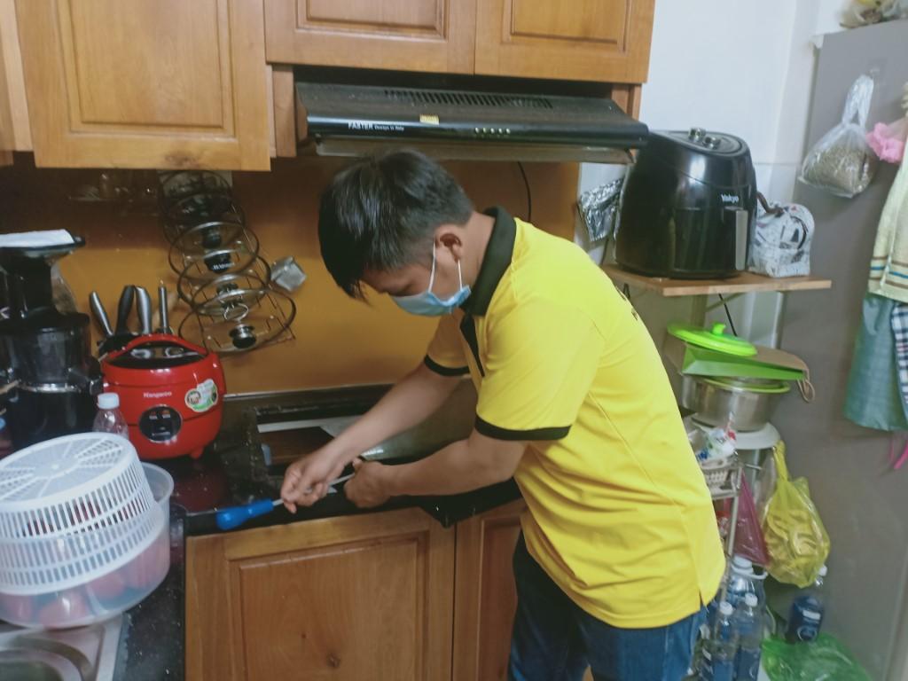 Hướng dẫn sửa bếp hồng ngoại Zemmer bị chập điện