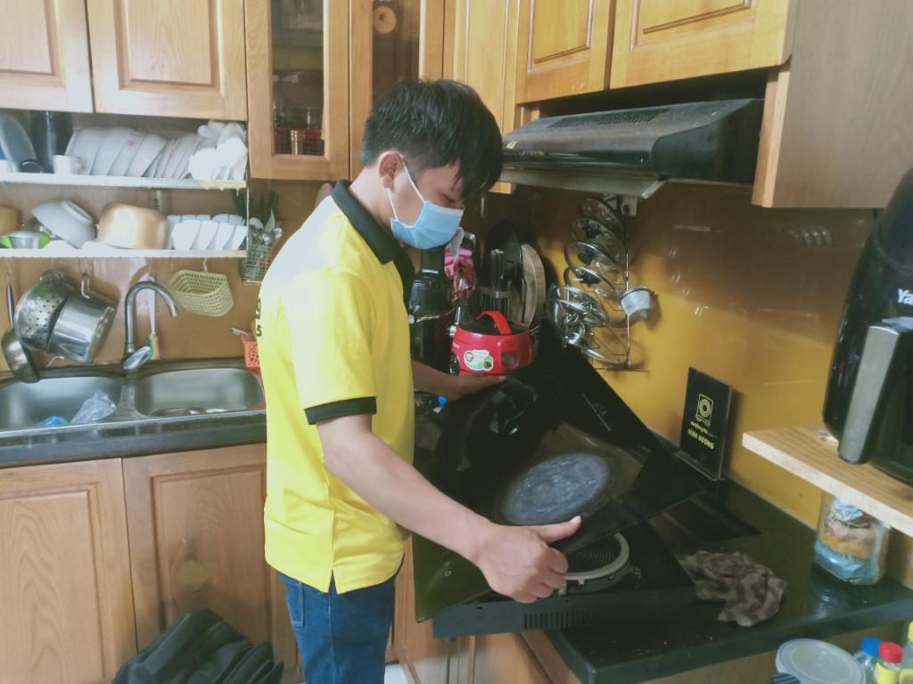 Hướng dẫn sửa bếp hồng ngoại Grandburd bị chập điện