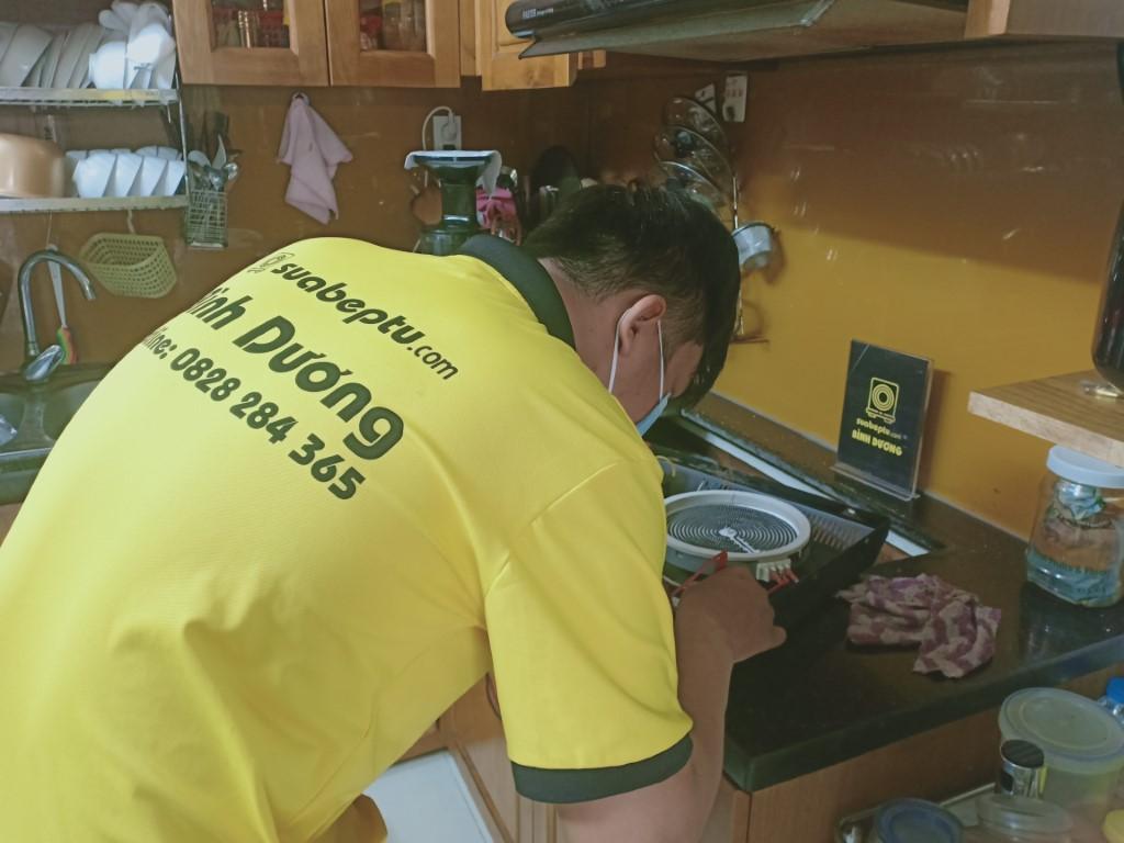 Sửa bếp hồng ngoại Napoliz bị lỗi chập điện tại nhà