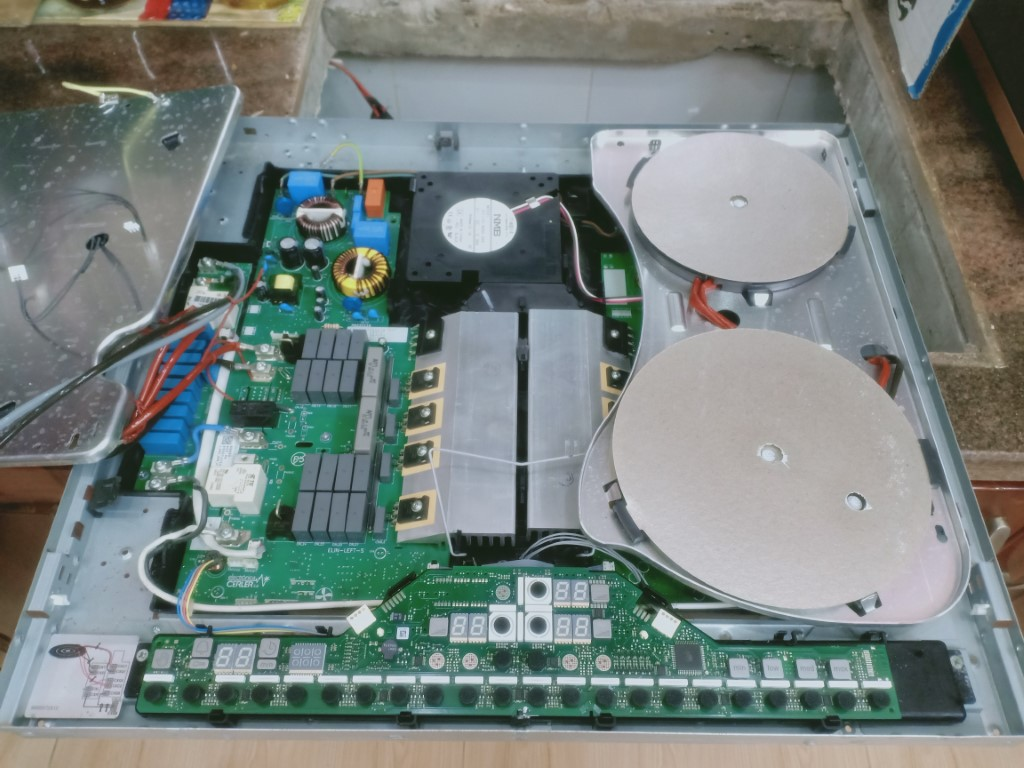 Cách tự sửa bếp hồng ngoại AEG bị lỗi chập điện