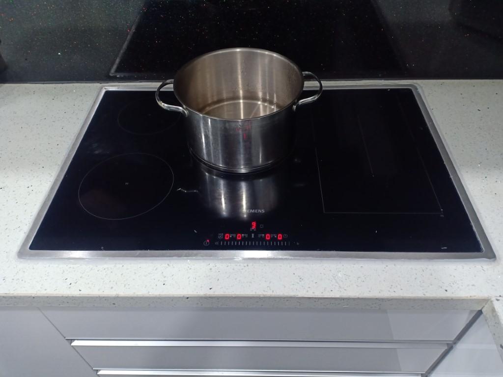 Hướng dẫn sửa bếp từ Feuer bị lỗi chập điện